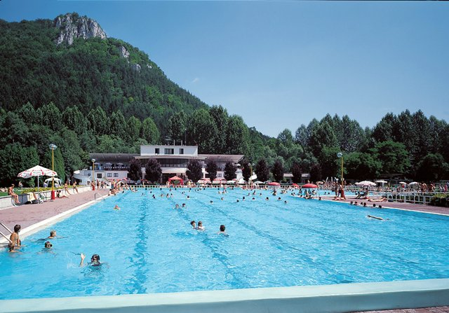 Thermal outdoor swimming pool Laura